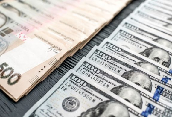 Курс долара до кінця вересня послабить українську гривню