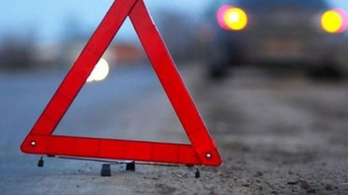 У Миколаєві тролейбус проскочив на червоне світло і збив дівчину на переході (відео моменту)