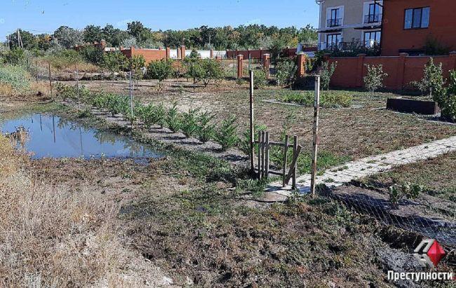 У Миколаєві прорвало каналізаційний колектор. Затопило двори будинків