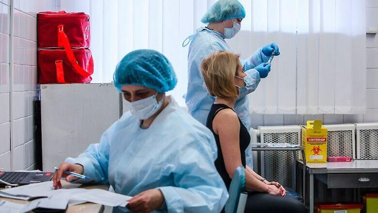 Лікар про ризик ускладнень після COVID-щеплення: менший, ніж потрапити під авто на переході