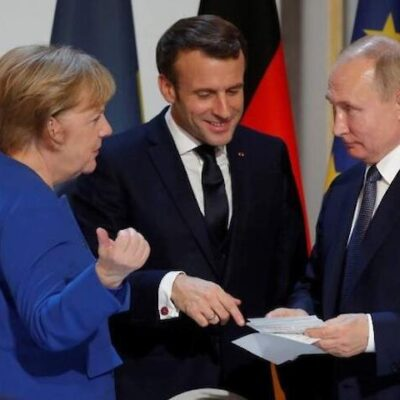 """Путін слідом за Зеленським обговорив з Меркель і Макроном ймовірність """"нормандської зустрічі"""""""
